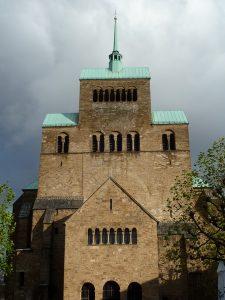 Das Westwerk des Mindener Domes beeindruckt. Foto: Amtage