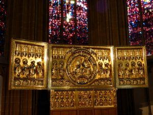 Die Goldene Tafel kehrte als Replik 2002 in den Dom zu Minden zurück. Fotos: Hans-Jürgen Amtage